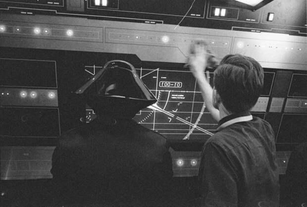 Режиссер нового эпизода «Звездных войн» Райан Джонсон обнародовал фото со съемок