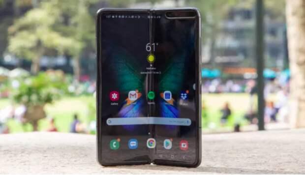 Samsung готовит недорогой складной смартфон
