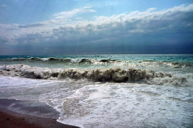 Россиянку и троих её детей унесло в море в Абхазии