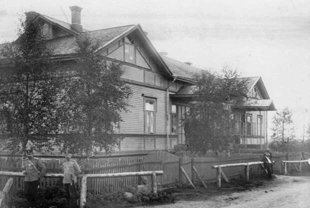 15. Дом, в котором происходило заседание суда