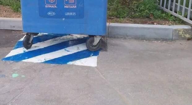 «Сбежавший» контейнер вернули на законное место во дворе дома на Братиславской