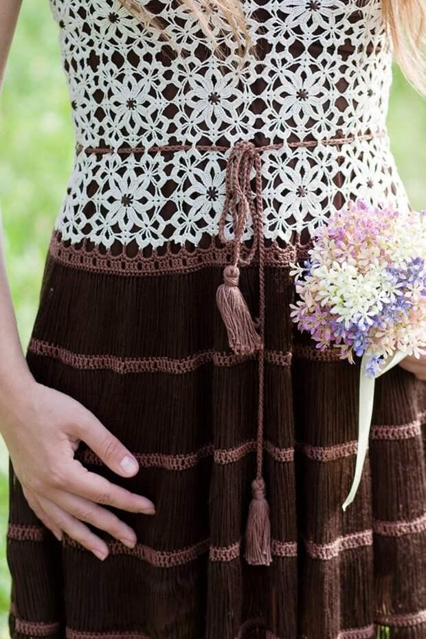 Романтичное платье с очень красивыми мотивами от Алены Завеля