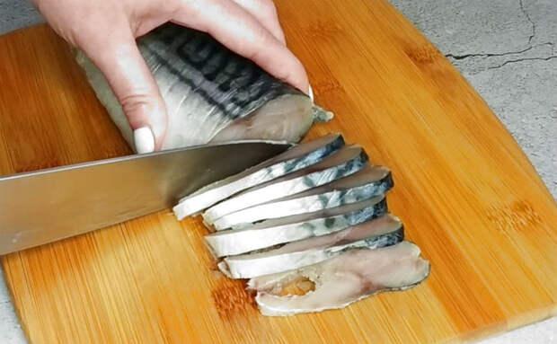 Малосольная скумбрия по-северному тает во рту: солим, а перед подачей держим 3 часа в морозилке