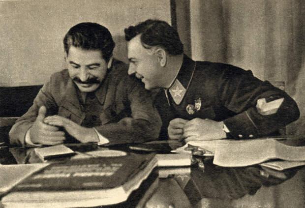 Сталин и Клим Ворошилов. 1935 г.