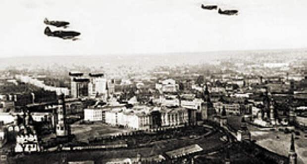 С высоты тысячи метров город выглядел совершенно иначе