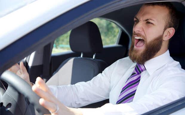Британские исследователи рассказали, как часто и из-за чего водители матерятся за рулем