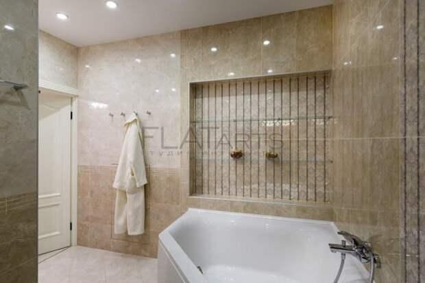 Интерьер ванной комнаты, большая угловая ванна