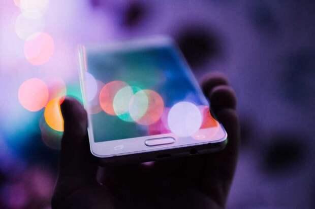 В Литве граждан призвали выбрасывать китайские телефоны