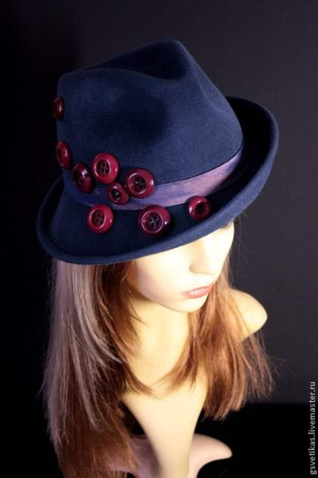 Шляпа с пуговицами
