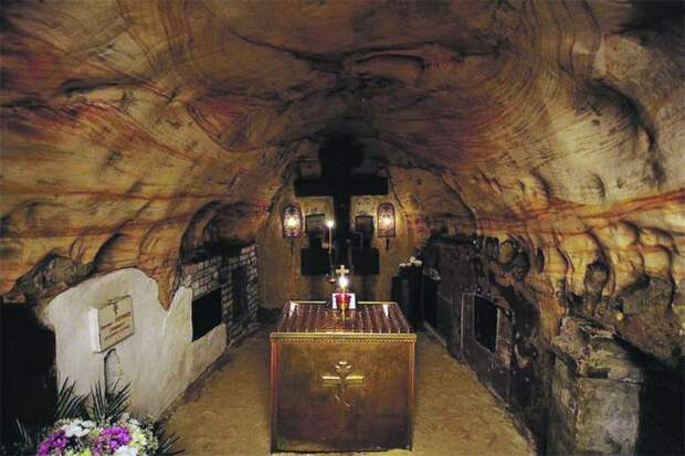 Тайны захоронений в Псково-Печерском монастыре