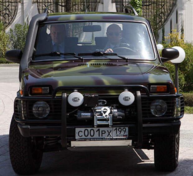 На чем передвигается президент России Владимир Владимир Путин, автопарк Путина, сколько стоит