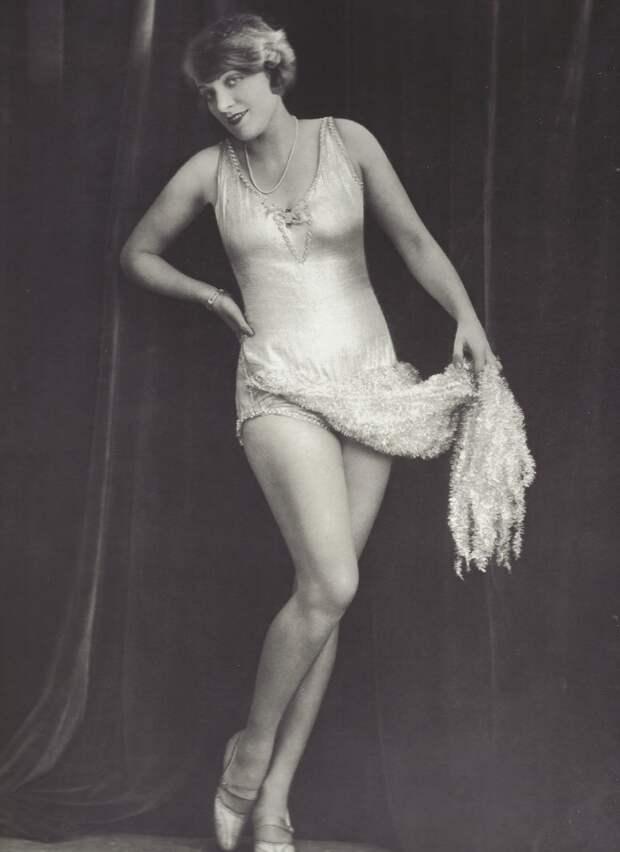 1927.  Марлен Дитрих в мюзикле «Бродвей». Берлин