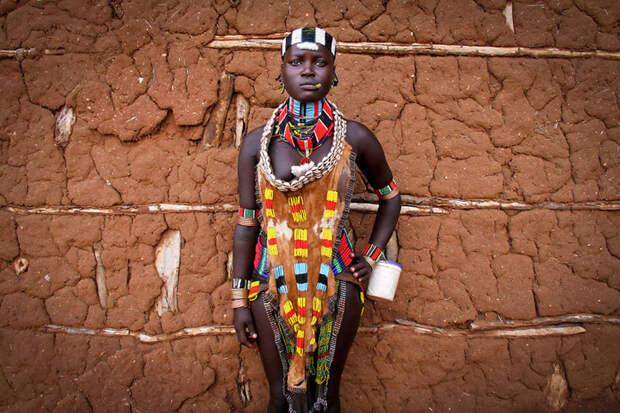 Грациозная женщина племени Хамар, Южная Эфиопия вокруг света, путешествия, фотография