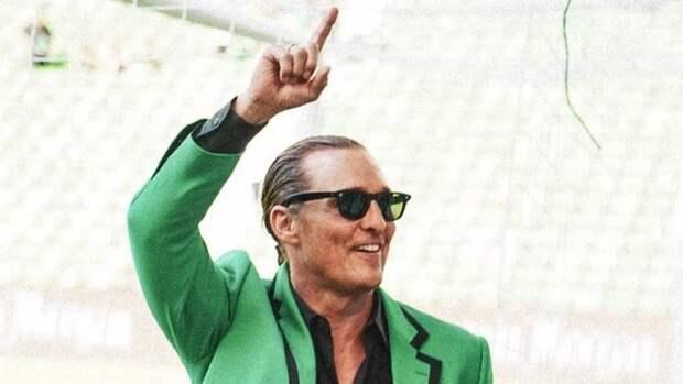 Макконахи вышел нафутбольное поле иподбадривал болельщиков «Остина»