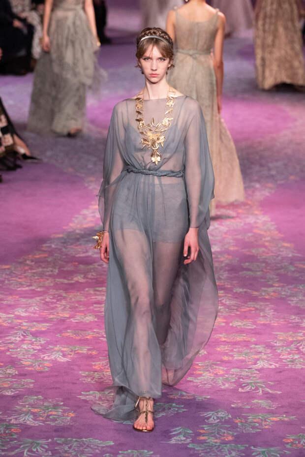 Древнегреческие богини в нарядах из полупрозрачного шифона в коллекции Dior