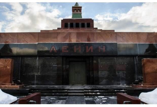 Коммунисты потребовали отдать имМавзолей итело Ленина