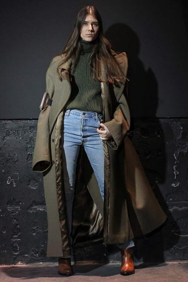 Двубортное пальто с ботильонами.
