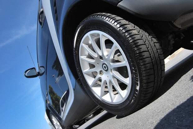 Автомобилистам Удмуртии посоветовали не торопиться со сменой резины