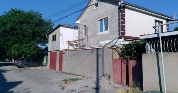 Многодетную семью в Крыму выселяют из родного дома по иску соседа