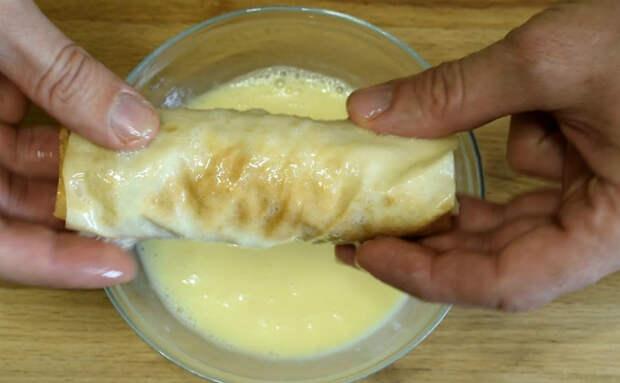 Завтрак из сосисок за 3 минуты: заворачиваем в лаваш с сыром и почти готово