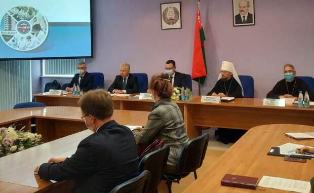 Пиневич поддержал призыв БПЦ вакцинироваться от коронавируса