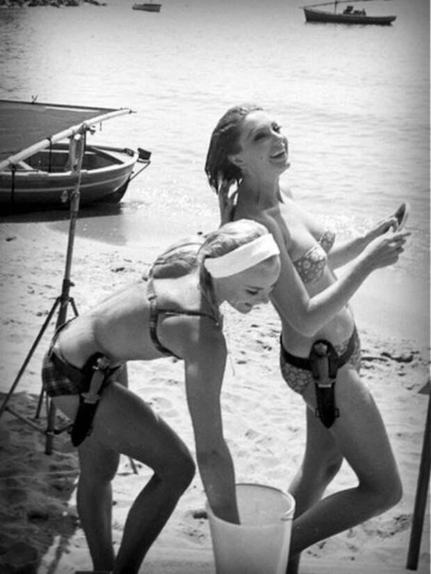 Красотки Сильва Кошина и Эльке Зоммер на съёмках фильма «Беспощаднее мужчин»