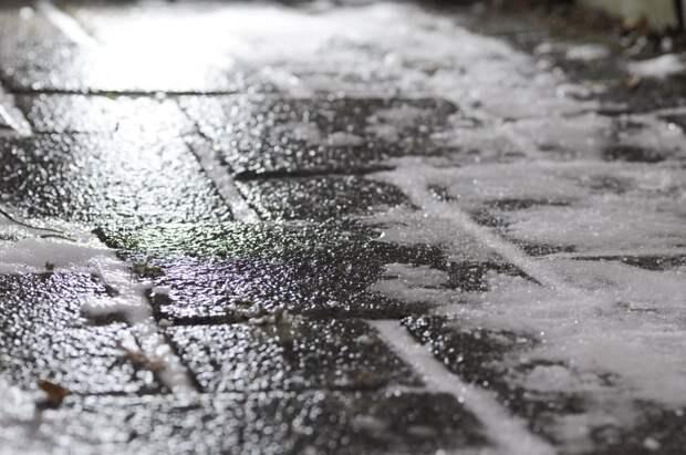Накат и гололедица: водителям Удмуртии рекомендовали быть внимательнее на дорогах