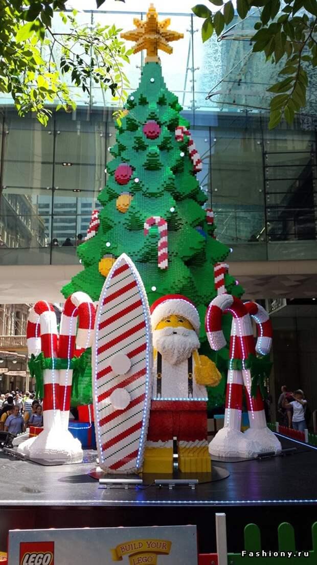 елка из LEGO