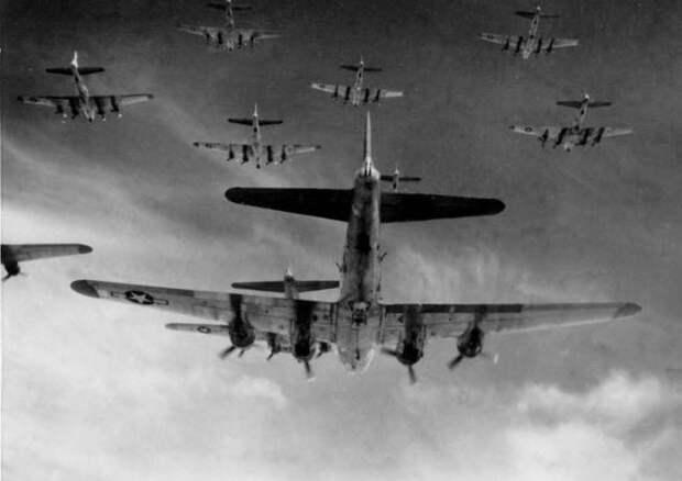 Бомбардировщики союзников могли полететь в сторону СССР