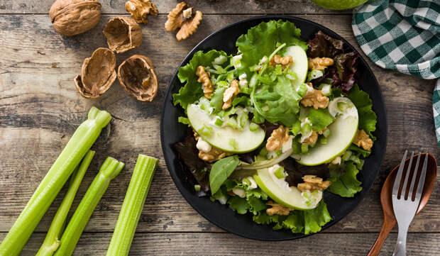 Салат Вальдорф —классический рецепт. Как приготовить быстро и вкусно?