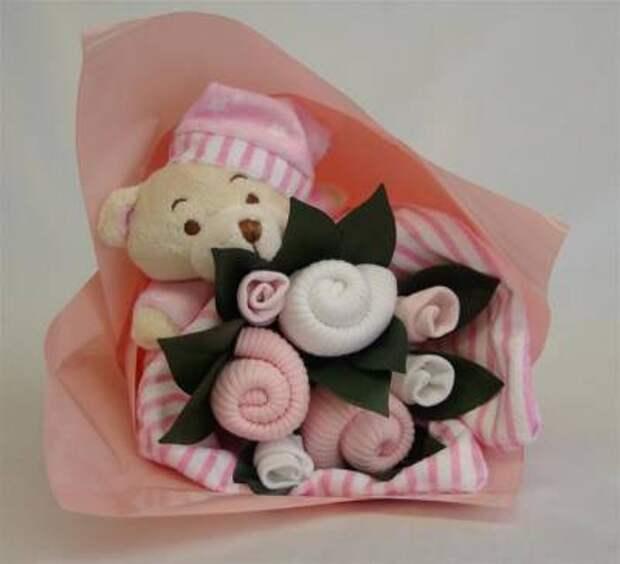 Букет из носочков ко Дню рождения малышам