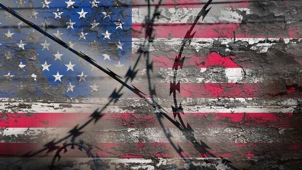 Американец помог супруге избежать тюрьмы и сам попал за решетку