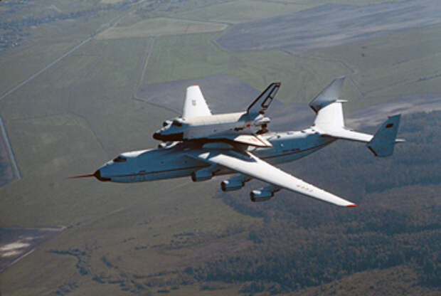 Ан-225 «Мрия» был создан для транспортировки многоразового корабля «Буран» © РИА Новости, Игорь Костин