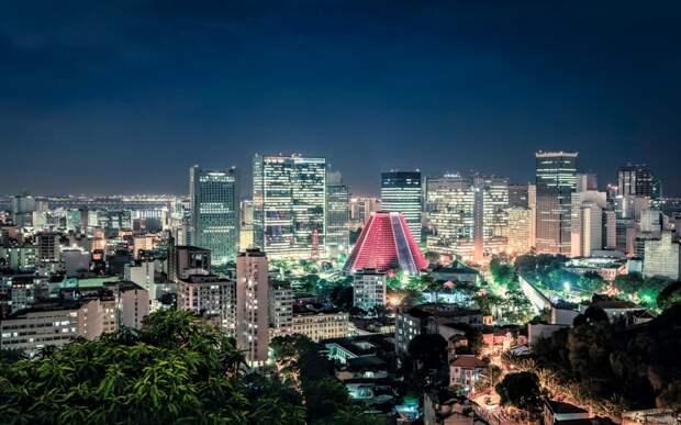 Очертания городов на фоне ночного неба