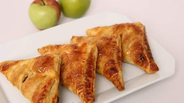 Пирожки с яблоками из слоеного теста: аппетитно выглядят и вкус – изумительный!