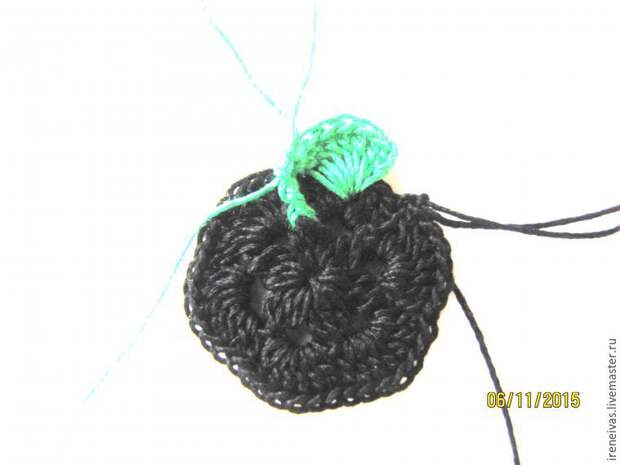 Двухцветный мотив крючком
