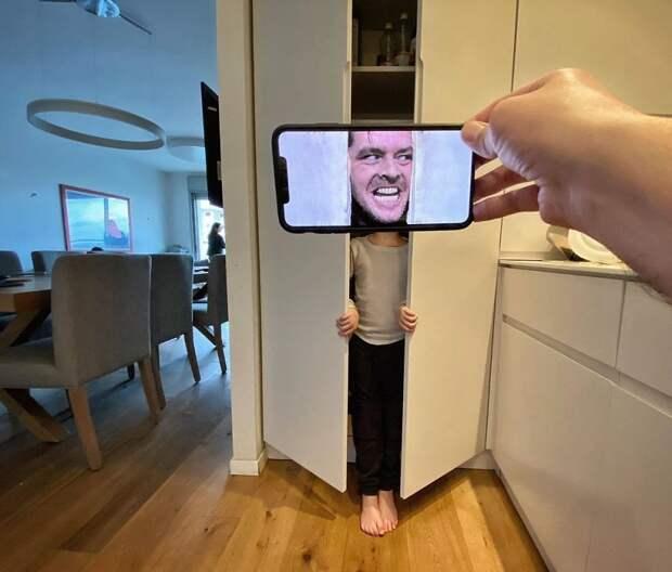 Фотограф совместил реальность с кадрами из фильмов. Вот что из этого получилось