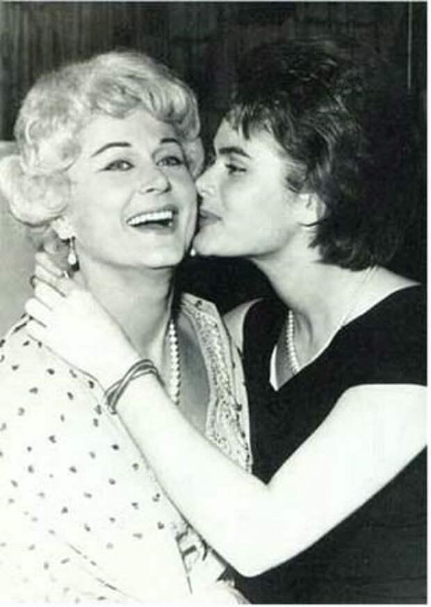Марика Рёкк с дочерью Габи