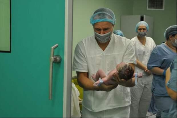Красноярские врачи за одну операцию спасли многодетную мать от рака и приняли у нее роды