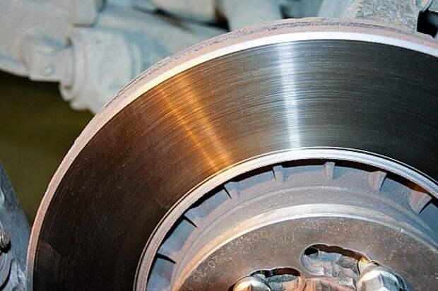 Тормозные диски: менять или протачивать?