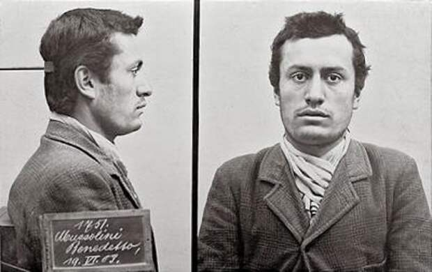Муссолини после ареста. Фото швейцарской полиции, 1903 год