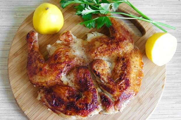Жареный цыплёнок на сковороде