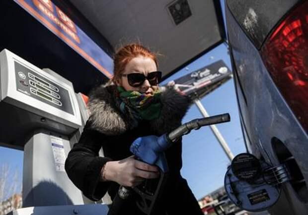 ФАС обозначила ценам на бензин рублевый коридор