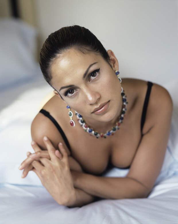 Дженнифер Лопес (Jennifer Lopez) в фотосессии Фируза Захеди (Firooz Zahedi) для журнала Vanity Fair (1998), фотография 9
