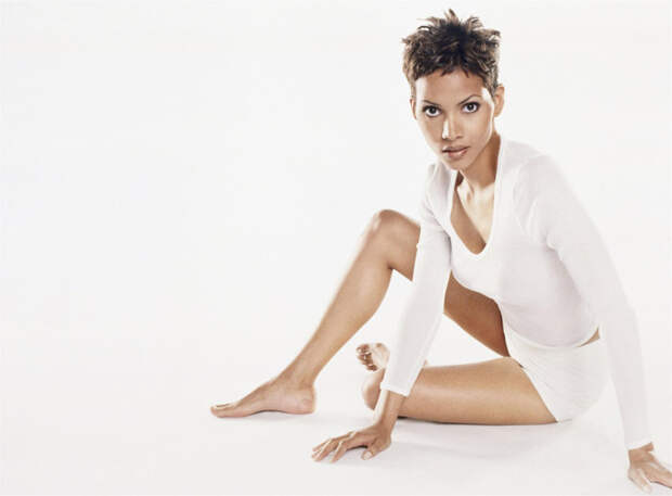 Холли Берри (Halle Berry) в фотосессии Антуана Вергла (Antoine Verglas) для журнала Maxim (июль 2000), фото 4