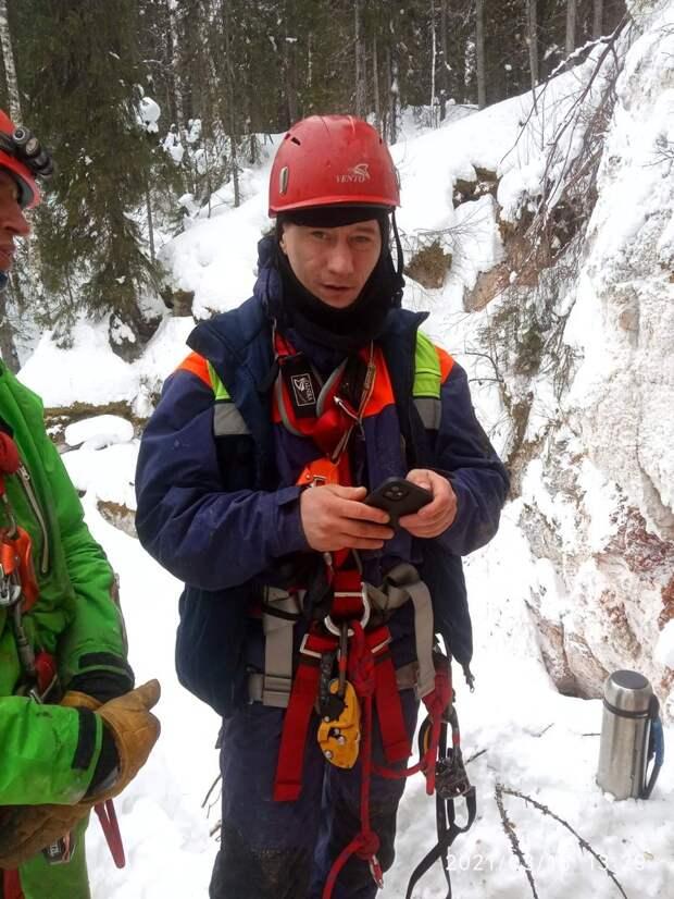 Спасатели учились спасению в пещерах