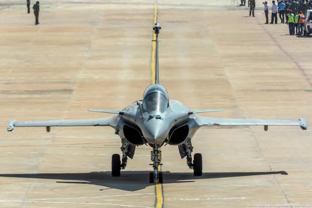 Французский многоцелевой истребитель Dassault Aviation Rafale.