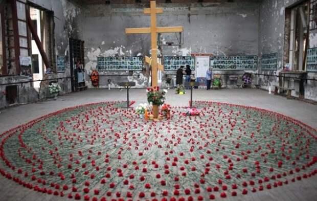 Фотографии из Беслана, от которых стынет кровь и сжимается сердце (Внимание, фото 18+)