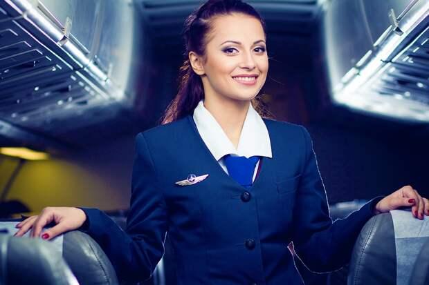 7 вещей, которые стюардессы «незаметно» узнают о пассажирах при посадке на рейс