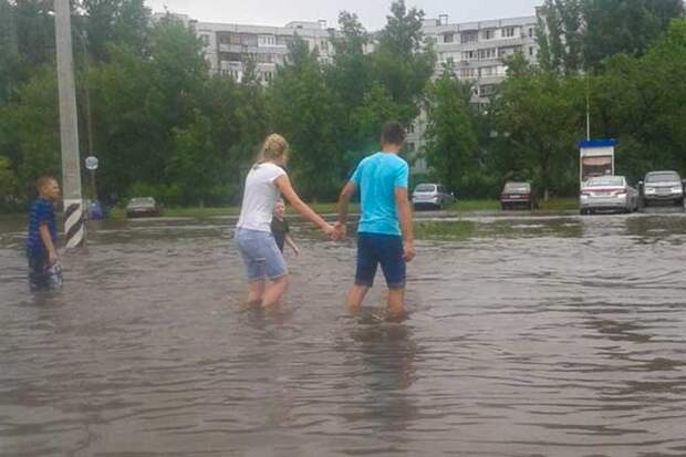 01-07-2015-zatopilo-dozhd-grad-groza-molniia-30